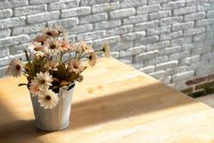 家庭内部装饰烘干了花假日背景,拷贝空间 免版税库存照片
