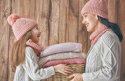 家庭冬天画象  免版税库存照片
