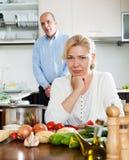 家庭冲突在厨房里 图库摄影