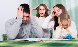 年轻家庭冲突在家 免版税图库摄影