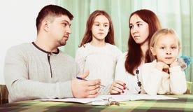 年轻家庭冲突在家 库存图片