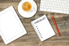 家庭办公室工作站数字式片剂个人计算机键盘咖啡 免版税库存图片