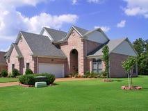 家庭单个富有郊区 免版税库存图片