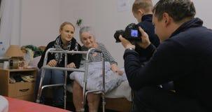 家庭参观的祖母在医院 股票录像