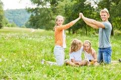 家庭和孩子盼望房子 图库摄影