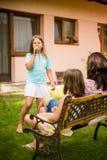 家庭唱歌性能 库存图片