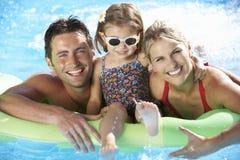 家庭在度假在游泳池的 库存图片