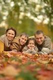 家庭在秋天森林里 库存图片