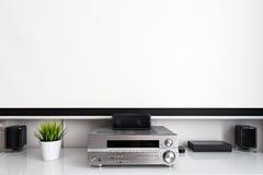 家庭多媒体中心设定在屋子里 免版税库存图片