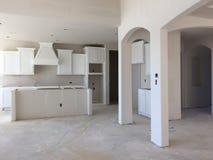 家庭娱乐室和厨房建设中 免版税库存照片