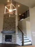 家庭娱乐室和木楼梯 免版税图库摄影
