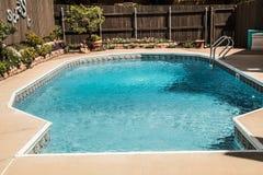 家庭室外游泳池准备好乐趣 免版税图库摄影