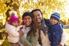 家庭室外画象在秋天风景的 免版税库存图片