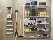家庭工具在棚子为居家和庭院 免版税库存图片