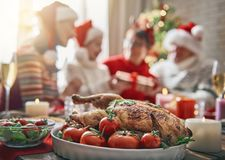 家庭庆祝圣诞节 库存照片