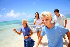 家庭度假在热带海岛 库存图片