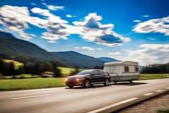 家庭度假旅行,在motorhome RV,有蓬卡车加州的假日旅行 图库摄影