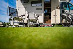 家庭度假旅行RV,在motorhome的假日旅行 库存图片