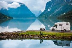 家庭度假旅行RV,在motorhome的假日旅行 免版税库存图片