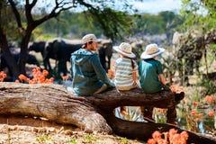 家庭徒步旅行队 图库摄影