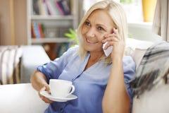 家庭成熟妇女 免版税库存图片
