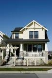 家庭房子新的黄色 免版税库存照片