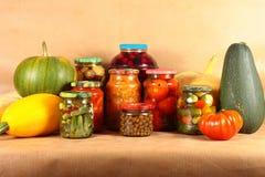 家庭收获水果和蔬菜 免版税库存图片
