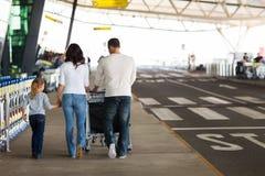 年轻家庭旅行 图库摄影