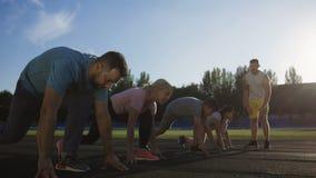 家庭时间的赛跑短跑在体育场 影视素材