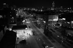 家庭步行,夏夜,布鲁克林, NY 库存图片