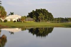 家庭池塘反映 免版税库存图片