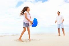 家庭海滩乐趣 免版税图库摄影