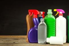 家庭清洁剂 洗涤剂 化学制品销售  清洗在房子里 免版税库存照片