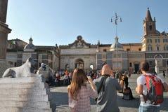 家庭游览在夏天罗马 免版税图库摄影