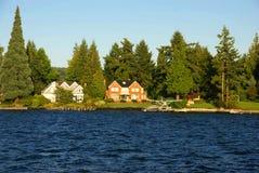家庭湖华盛顿江边 库存照片