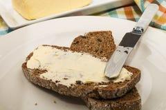 家庭焙制的种子黑面包 免版税库存图片