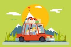 家庭父亲母亲儿子女儿旅行生活方式 免版税库存图片