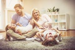 家庭的时刻总是存在 库存照片