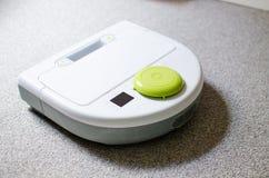 家庭的机器人吸尘器 免版税库存照片