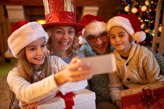 家庭的Xmas滑稽的selfie时间 免版税库存照片