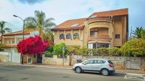 家庭私有房子在里雄莱锡安的郊区 免版税库存照片