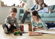 家庭花费时间幸福假日统一性 免版税图库摄影