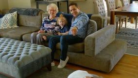 家庭获得乐趣在客厅在家 股票录像