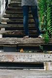 家庭葡萄酒样式木楼梯  免版税库存照片