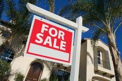 家庭被出售的房子新的销售额符号 免版税库存照片