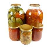 家庭装于罐中。 腌汁查出 库存图片