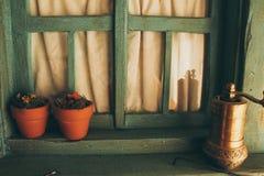 家庭装饰的木减速火箭的窗口 图库摄影
