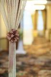 家庭装饰,在窗帘的丝带 免版税库存照片