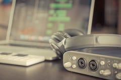 家庭计算机音乐电台便携式设定 免版税图库摄影