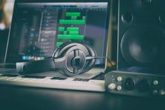 家庭计算机音乐电台便携式设定 免版税库存图片
